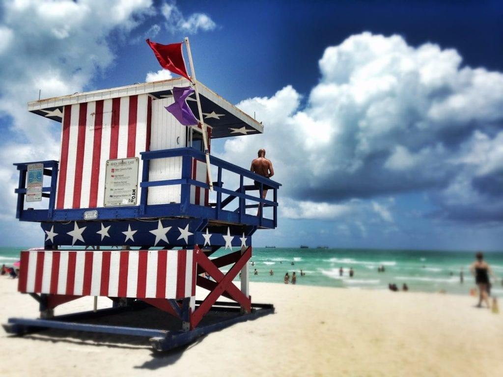 Vue d'un point de surveille d'un lifeguard sur la plage de Miami