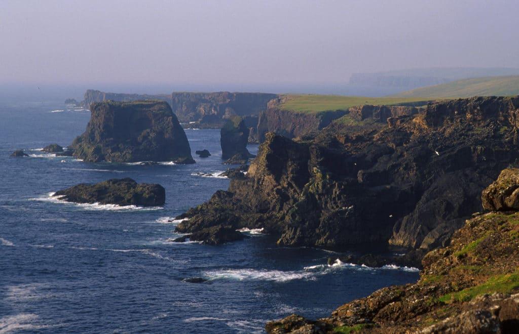 Falaise d'Esha Ness, Shetland en Ecosse