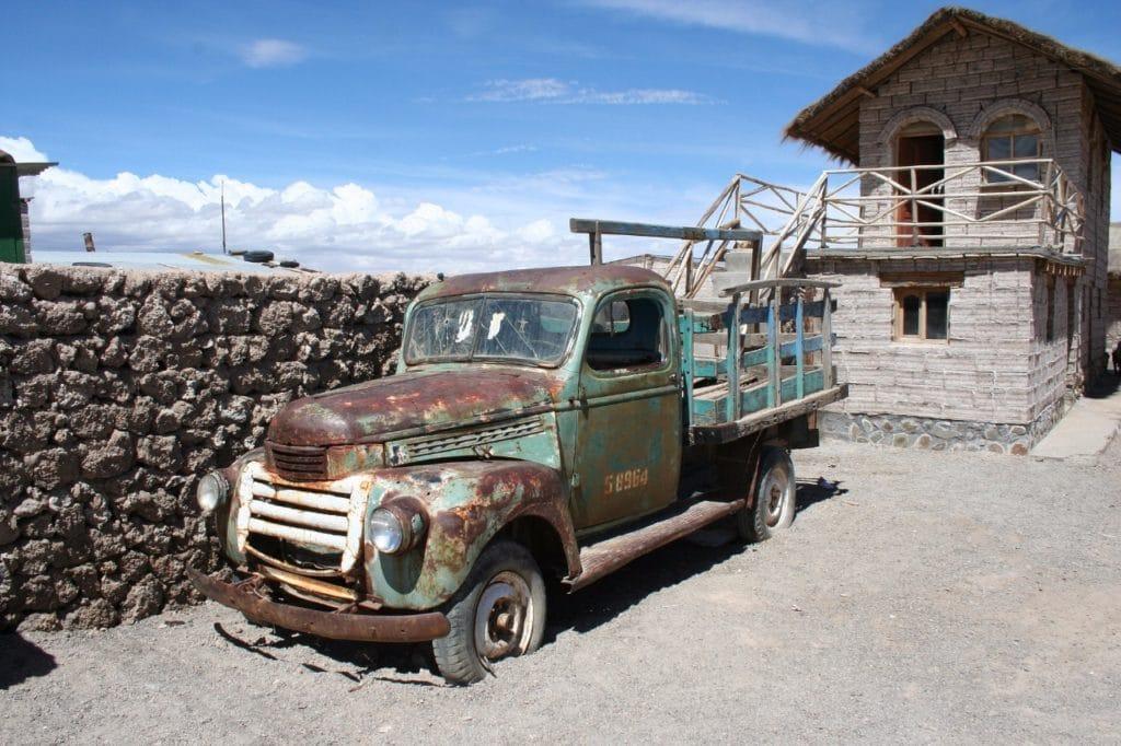 Vielle voiture en Bolivie - voyage a la carte