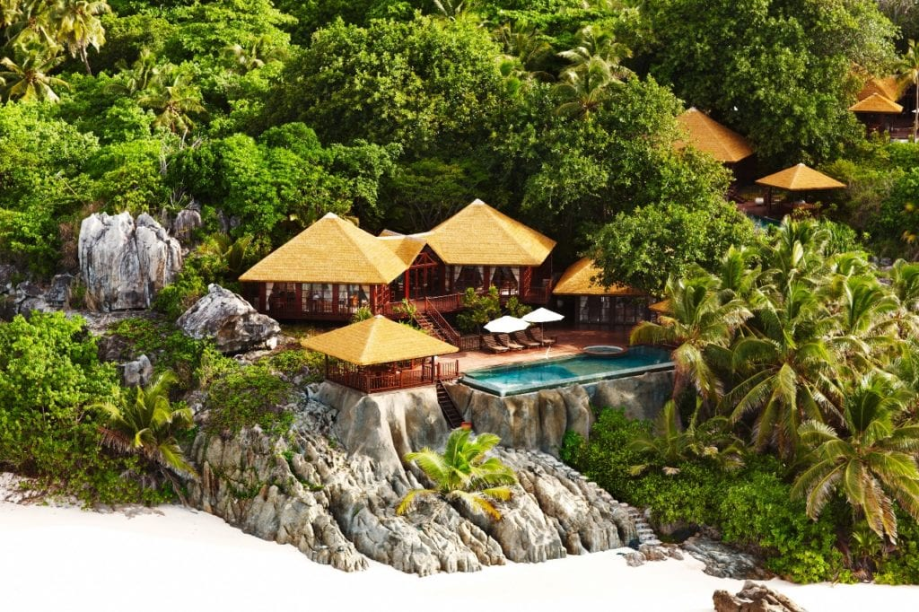 Vue des villas privées de l'hôtel Fregate Island Private