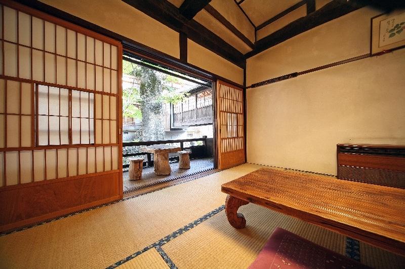ryokan-oshi-onsen-chojukan-chambre-japonnaise
