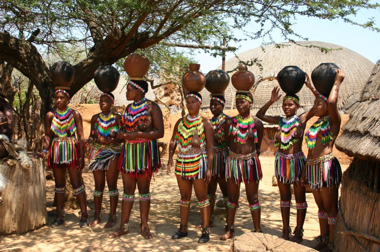 Femmes habillées dans leurs tenues traditionnelles à Swaziland - voyage de luxe