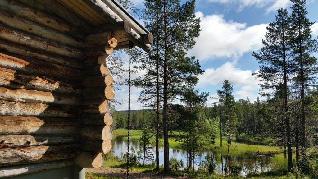 voyage sur mesure laponie - chalet traditionnel forêts de laponie