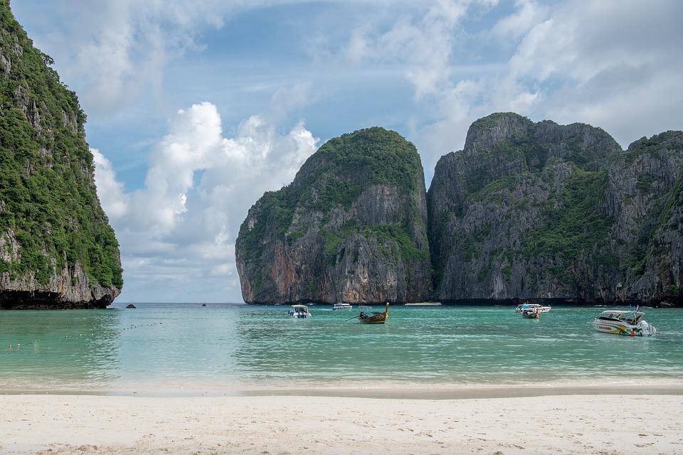 maya-bay-view-kophiphi-thailand-tourisme-menace