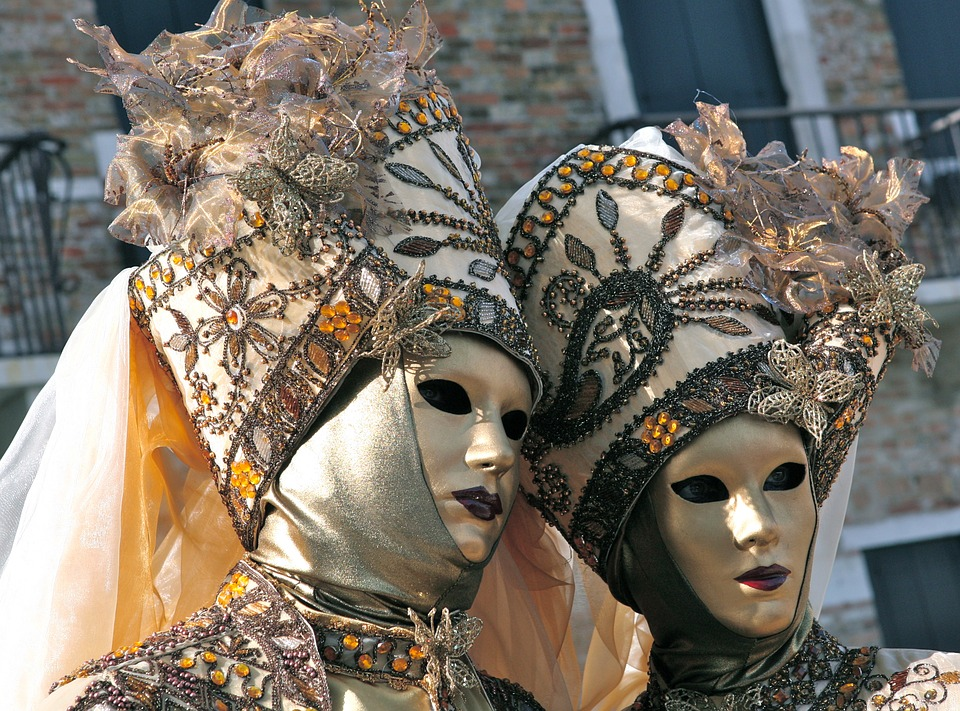 carnaval-venise-costumes-masques-broderies-bal