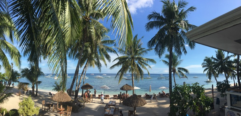 plage-bohol-palmiers-soleil-mer-paillote-philippines