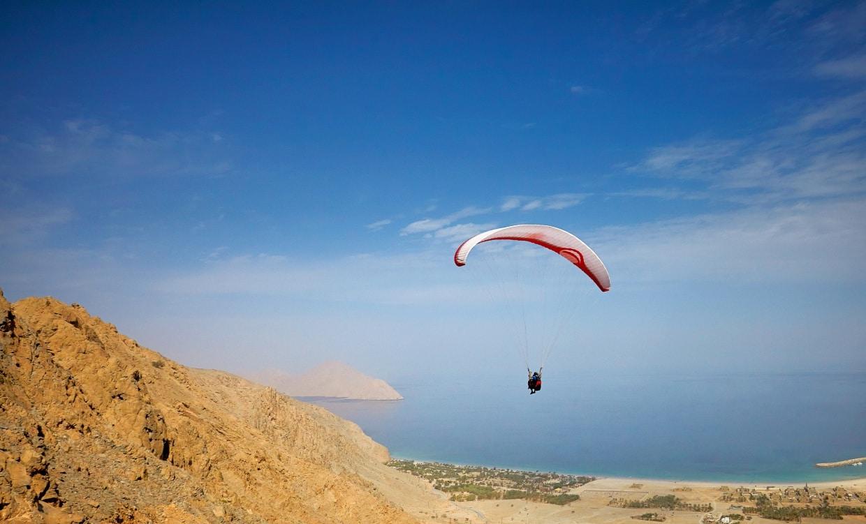 Parachute au Six Senses Zighy Bay