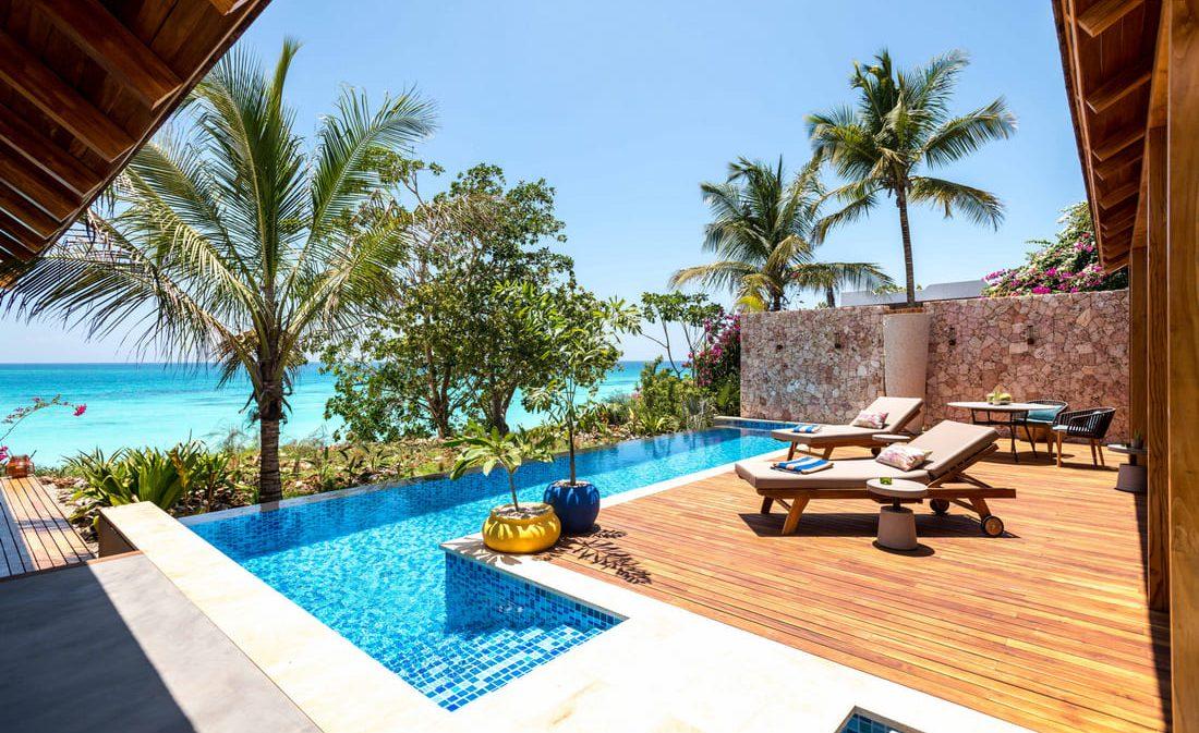 terrasse transats et piscine - séjour luxe tanzanie