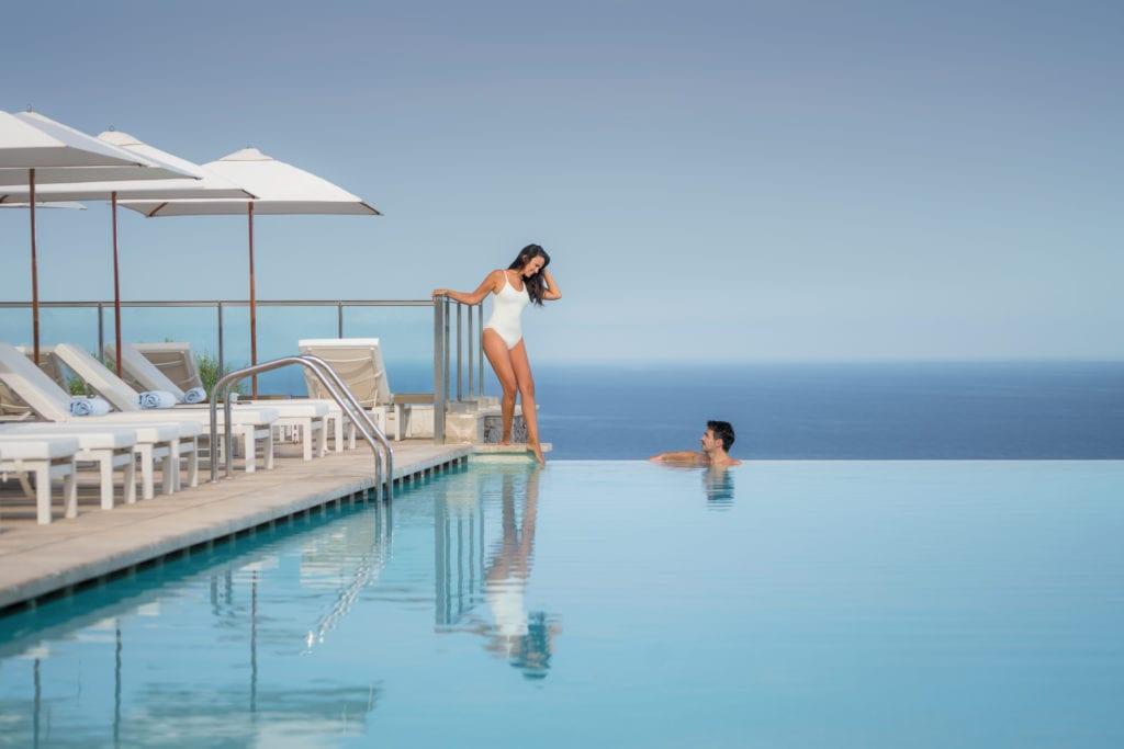 Jumeirah-Port-Soller-Infinity-Pool-Couple