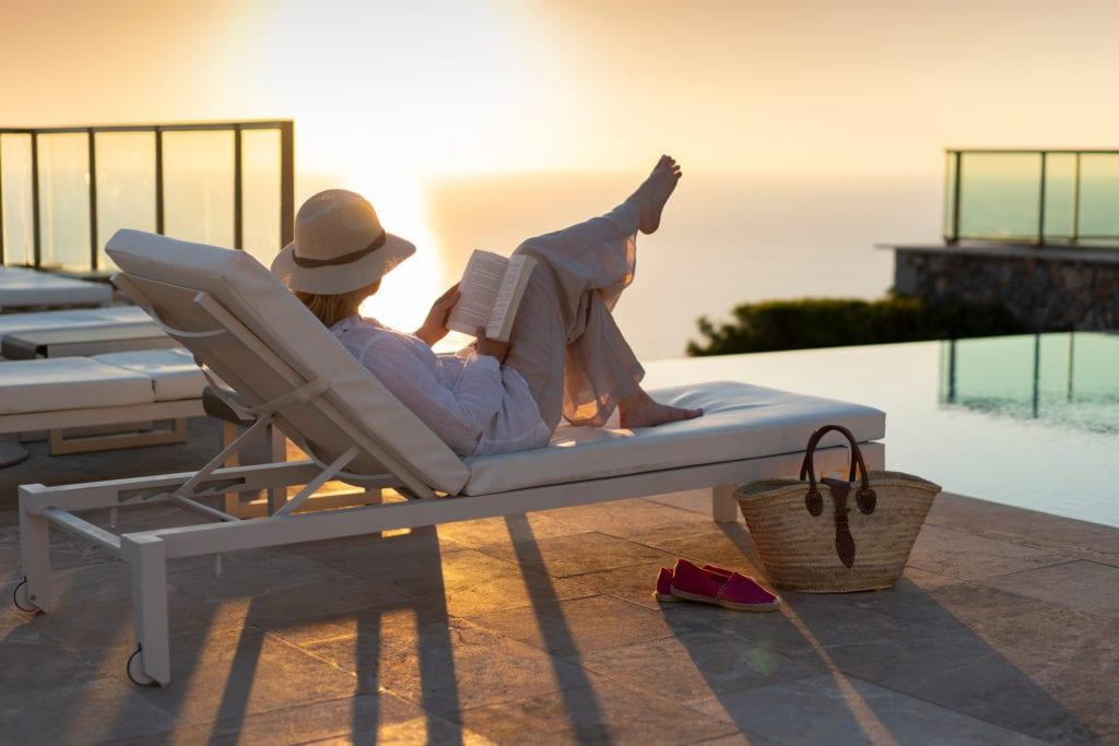 Jumeirah-Port-Soller-Infinity-Pool-Woman-Reading