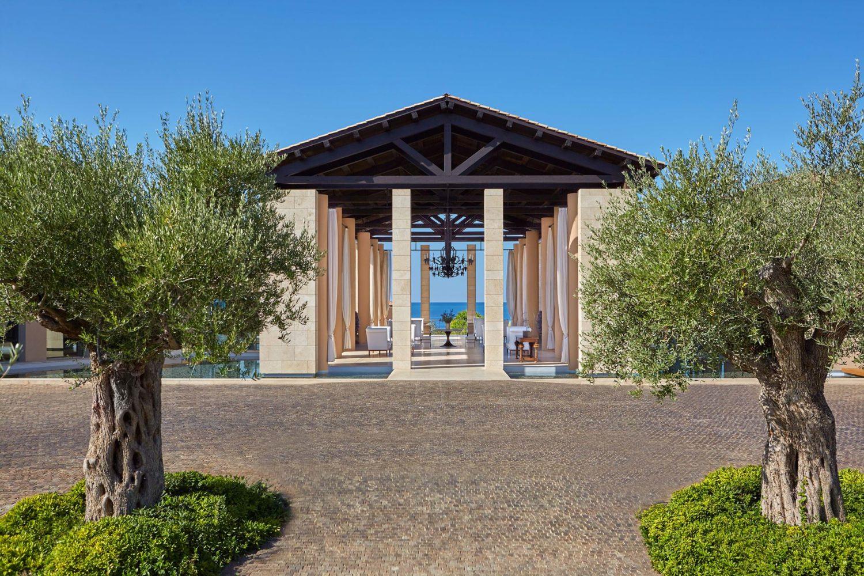romanos hotel luxury collection resort