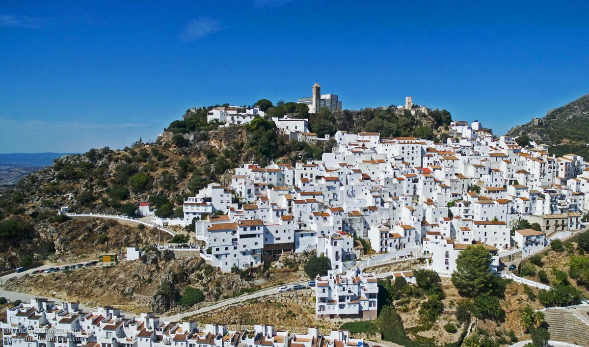village blanc - maisons flanc de colline sejour sur mesure en Andalousie