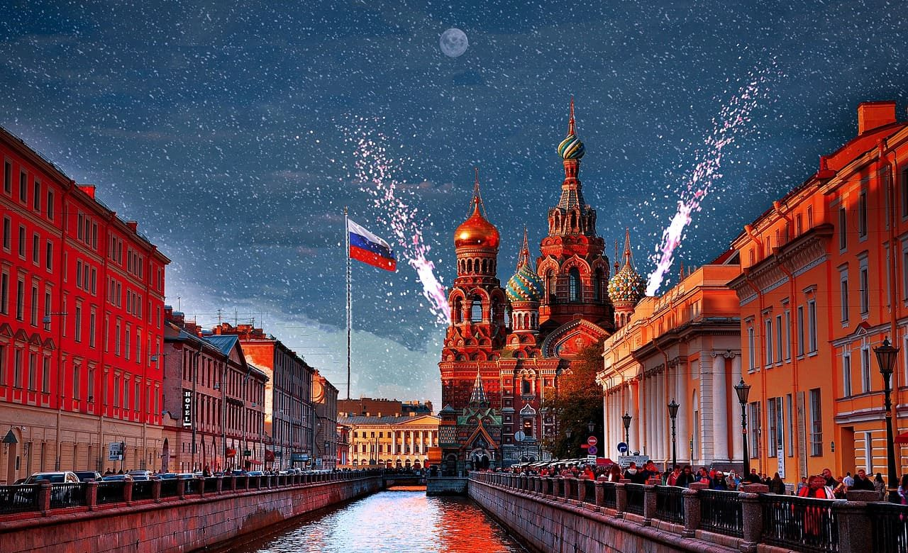 Saint Pétersbourg carte postale feux d'artifice - sejour sur mesure Russies