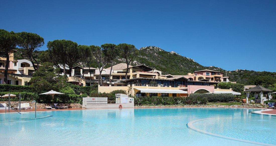 piscine geante - Abi d'Oru Séjour de Luxe en Sardaigne Costa Smeralda