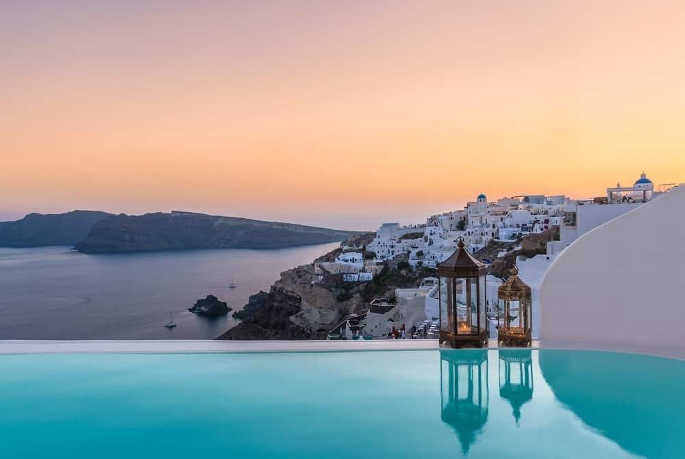coucher de soleil a santorin - voyage de luxe Andronis hotels