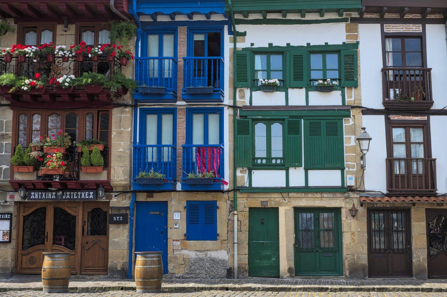 Article top endroits visiter cote basque - maisons traditionnelles Hondarribia
